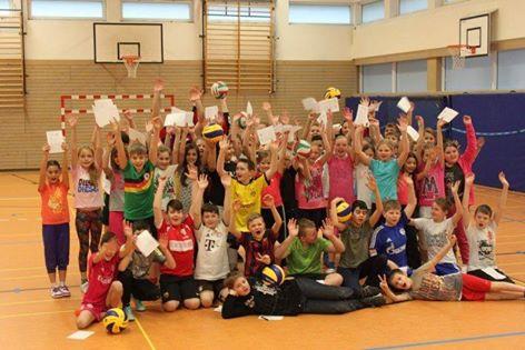 ueber-100-schueler-haben-den-volleyball-fuehrerschein-absolviert